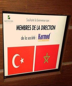 Käynti Koutoubiaan, jossa on valtava marocco elintarvikkeiden tuottaja