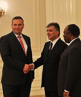 Karmod presidentin palatsin kutsuttiin