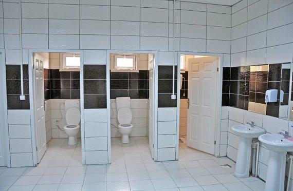 Esivalmistettu-WC&Suihku