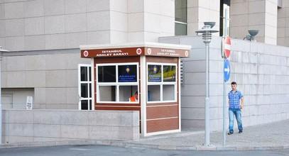 Moderni Karmod turvamökit, joita käytetään Istanbul oikeustaloissa.